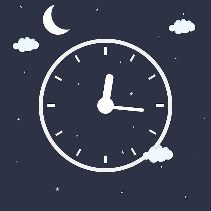 besser schlafen Tipps Wecker stellen