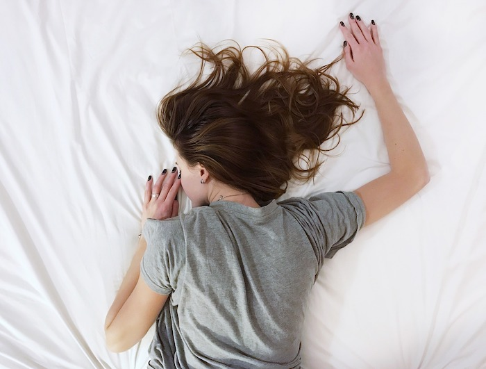 gesunde Schlafposition Bauchschläfer