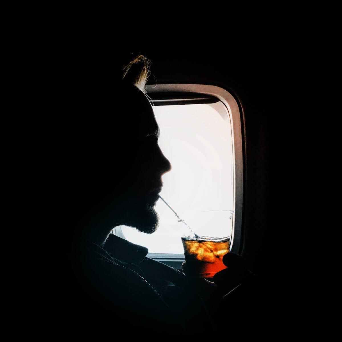 schlafen im Flugzeug Essen und Trinken
